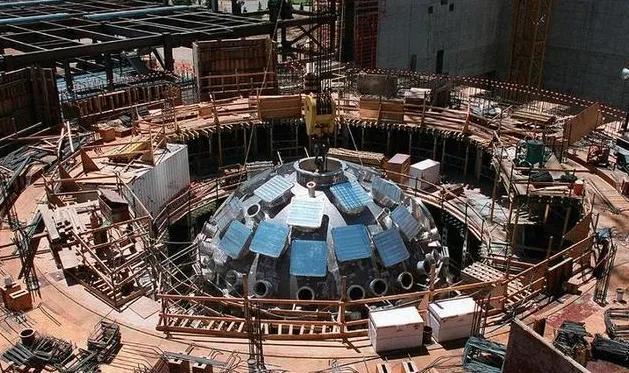 003航母为什么吨位很大却不选择核动力?原因在这里