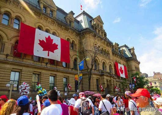 想去加拿大留学?别着急,看完这个再做决定
