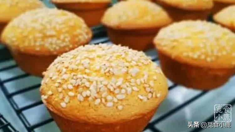 外面酥脆,裡面軟嫩香甜的蛋糕,自己在家也能做,好吃還不上火