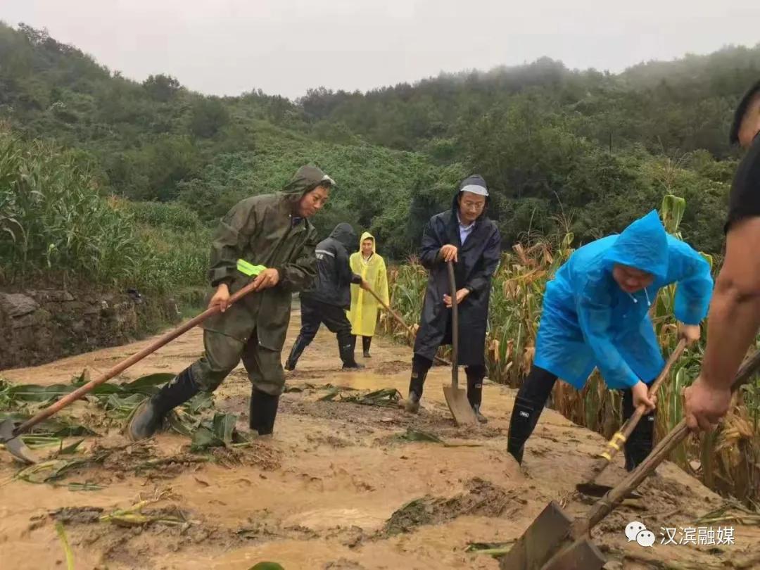 干群一心,汉滨全力应对新一轮强降雨!