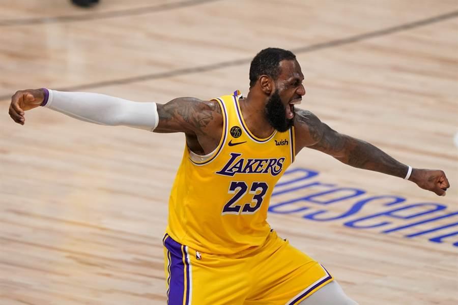 詹姆斯无奈接受NBA提前开打方案?著名体育记者:他欠联盟钱