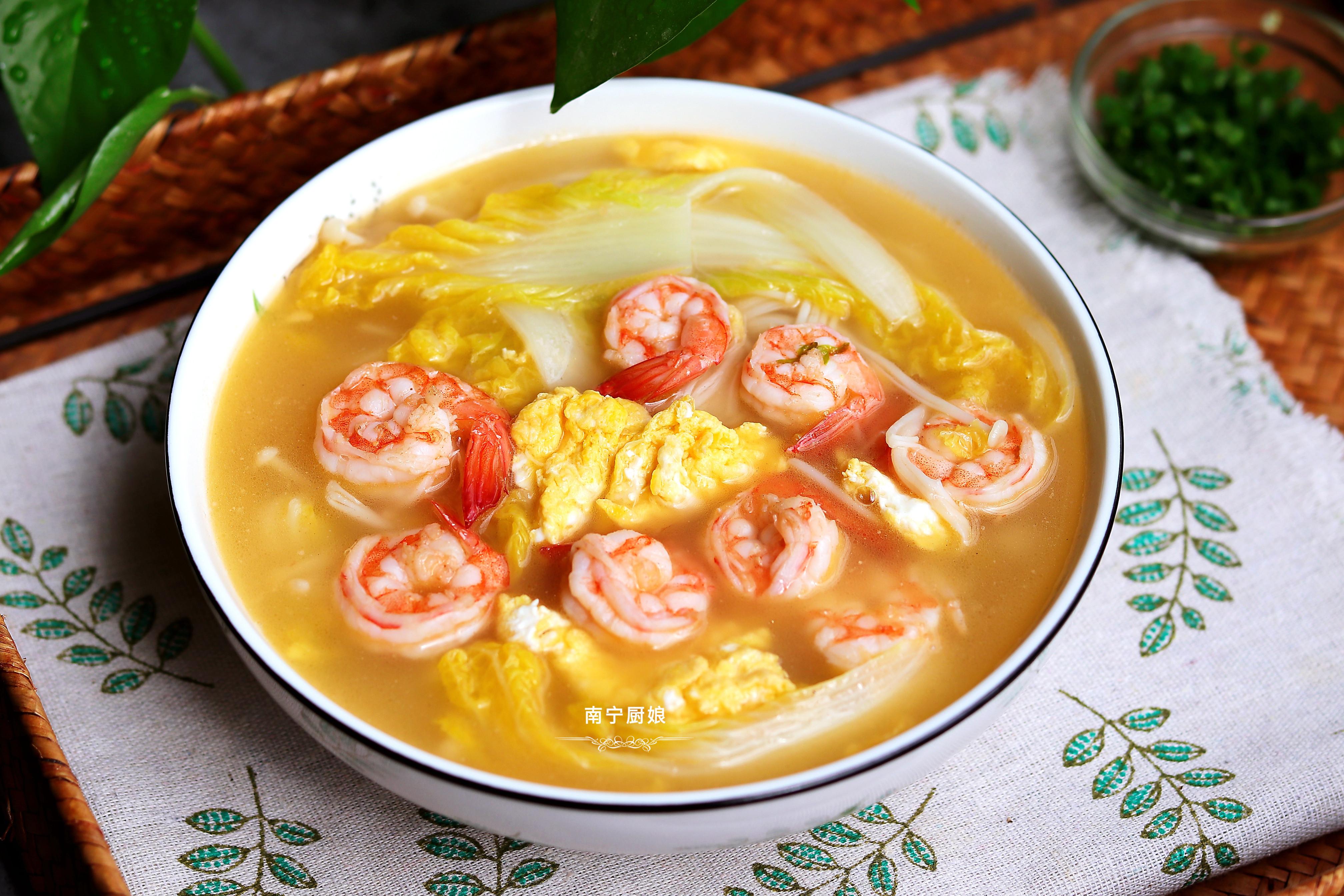 把蝦仁搭配娃娃菜一鍋煮,沒想到這麼鮮美,不愧是老婆婆的拿手菜