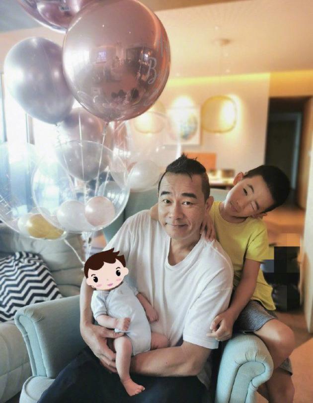 陳小春應采兒二胎兒子正面照首度曝光,五官跟媽媽一模一樣很帥氣