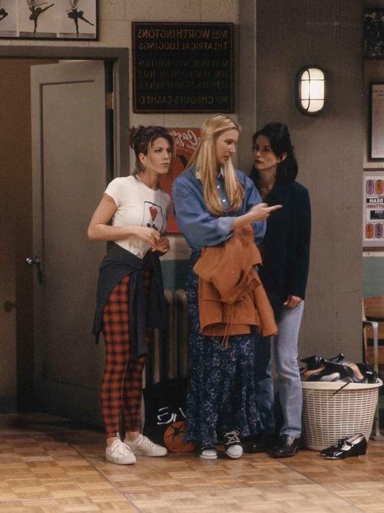 《老友记》回归,主演都老了!但90s美式风一直火,17年后更好穿