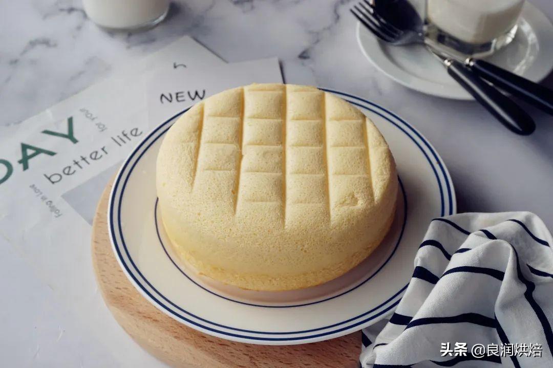 2個雞蛋,一碗麵粉,教你電飯鍋做蛋糕,鬆軟不回縮,做法超簡單