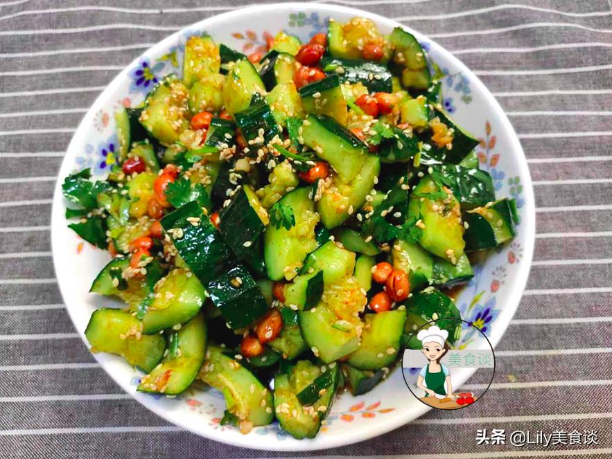 夏天做拍黄瓜,切好别直接拌!多做一步骤,黄瓜爽脆又入味,收藏 美食做法 第1张