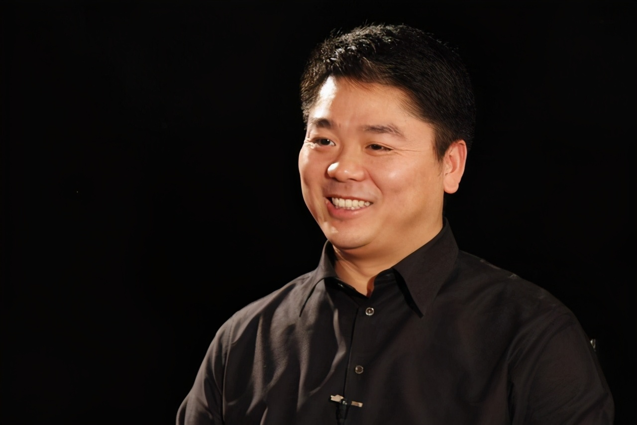 """刘强东年少时照片曝光,看得叫人心酸,这才是真正的""""白手起家"""""""