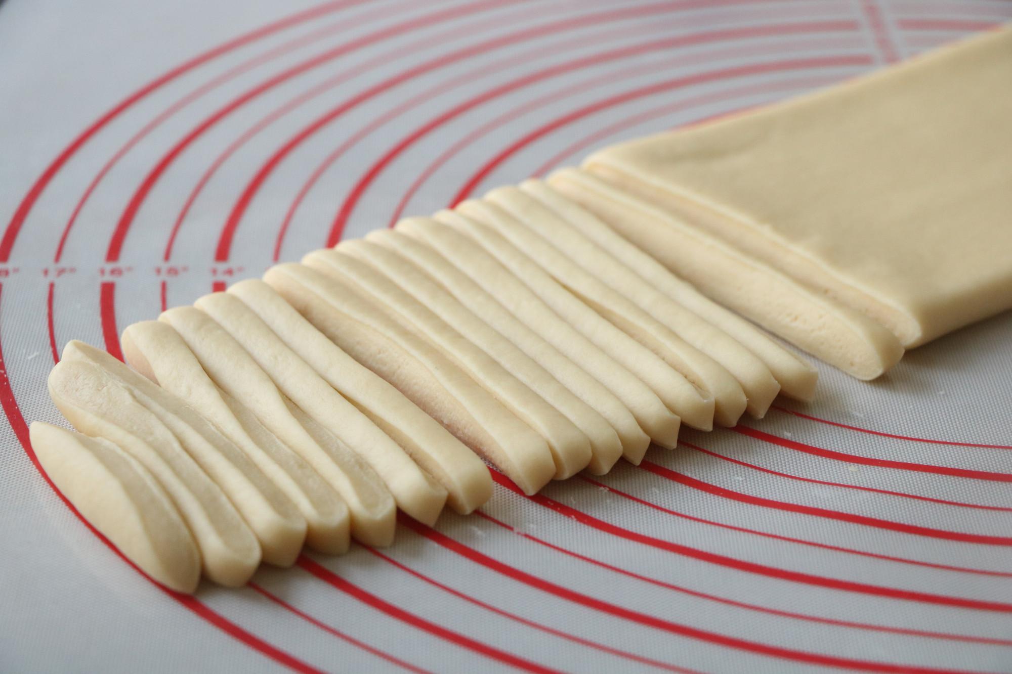 小时候,逢年过节必做的小零食,又酥又脆,制作简单,家人超爱吃