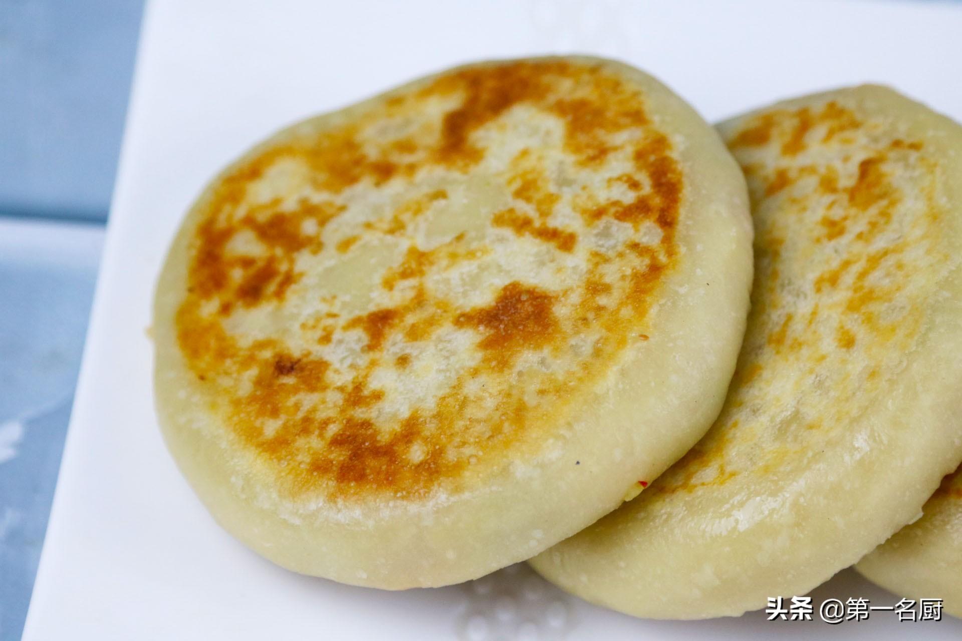 """面点师教你做""""家常土豆馅饼"""",皮薄馅多有营养,外酥里软吃着香"""