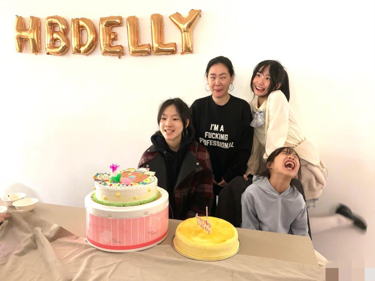 小S为女儿庆15岁生日!母女4人扮鬼脸像姐妹,全程不见丈夫?