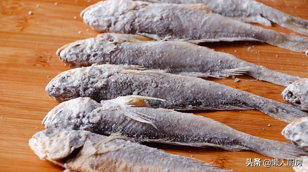 12元买了12条小黄鱼,回家做了一盘蜜汁小黄鱼,焦香酥脆