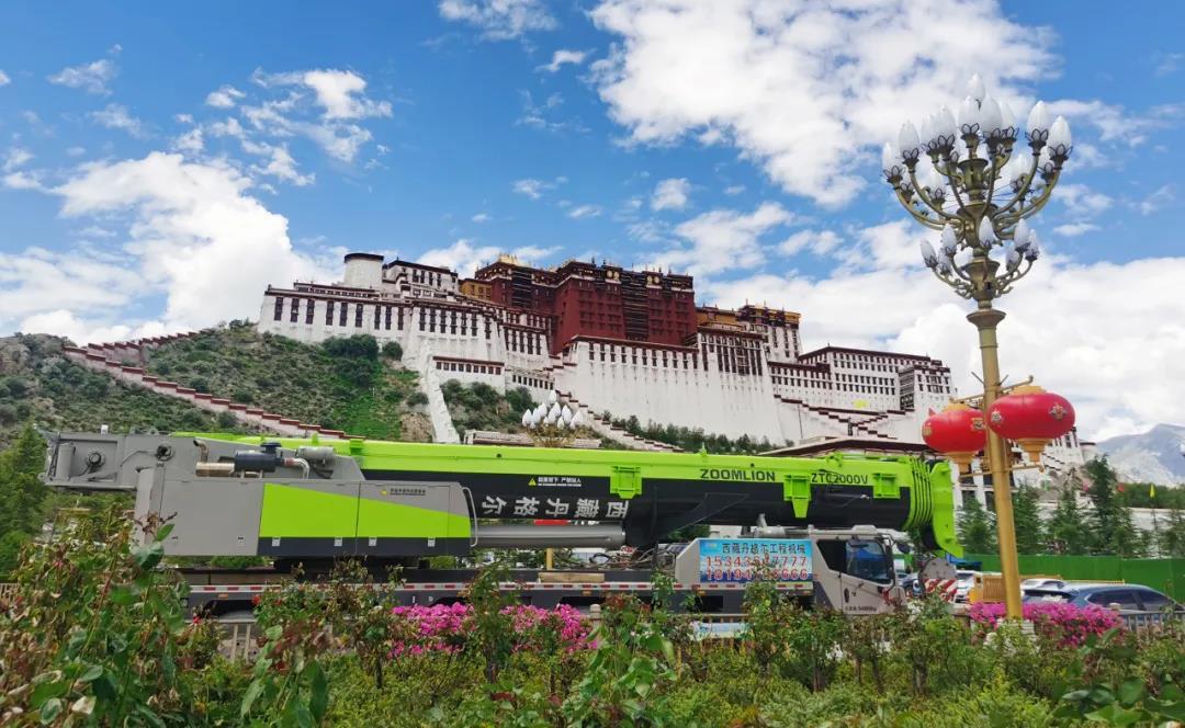 """西藏和平解放70周年 中联重科极光绿""""点缀""""雪域高原"""