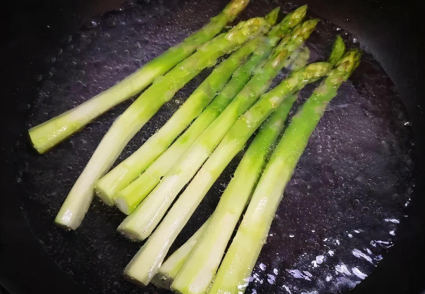 芦笋炒虾仁怎么做才好吃?牢记2个窍门,爽脆滑嫩,鲜香十足 美食做法 第6张