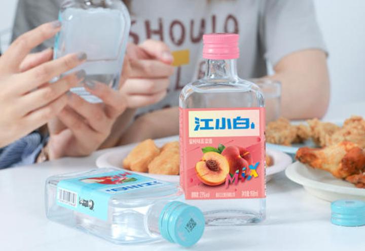 """""""打工人""""自嘲风潮下,中国白酒+X的商业密码"""