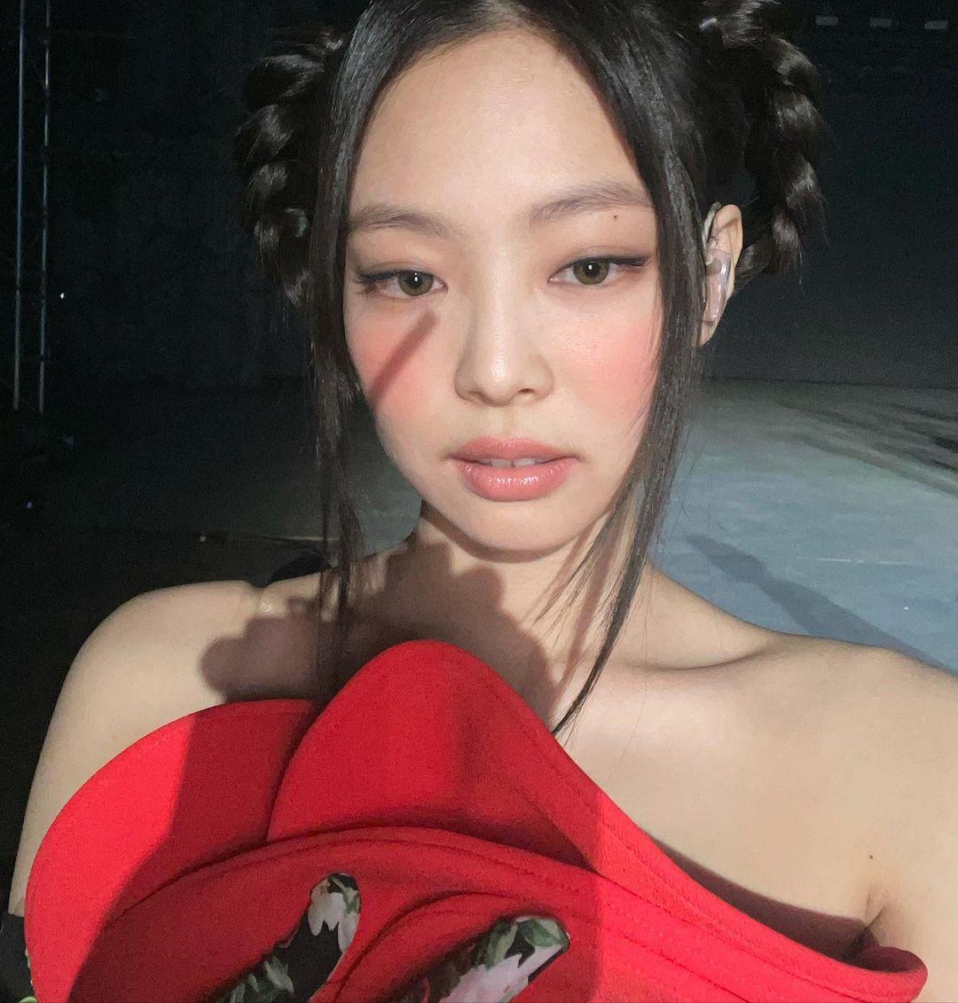 网友热议BLACKPINK Jennie造型灵感来自红孩儿?