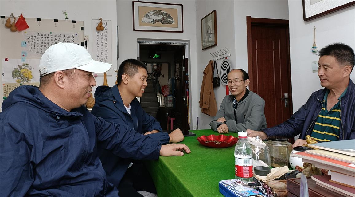 作家陶凯龙、阎培举应邀参加海城市散文协会公益文化交流活动
