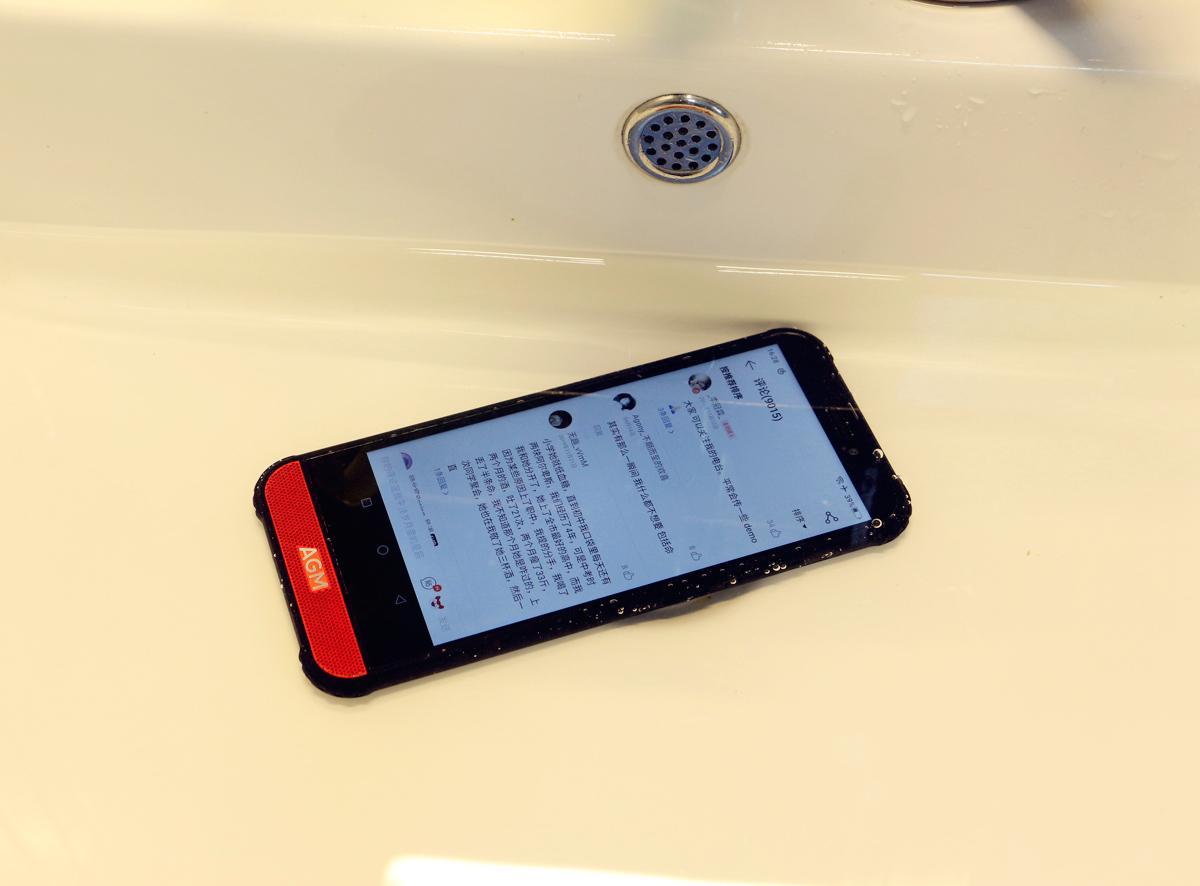 还给爸妈买老年机?水洗,IP68智能三防、大音量,网友:国产真香