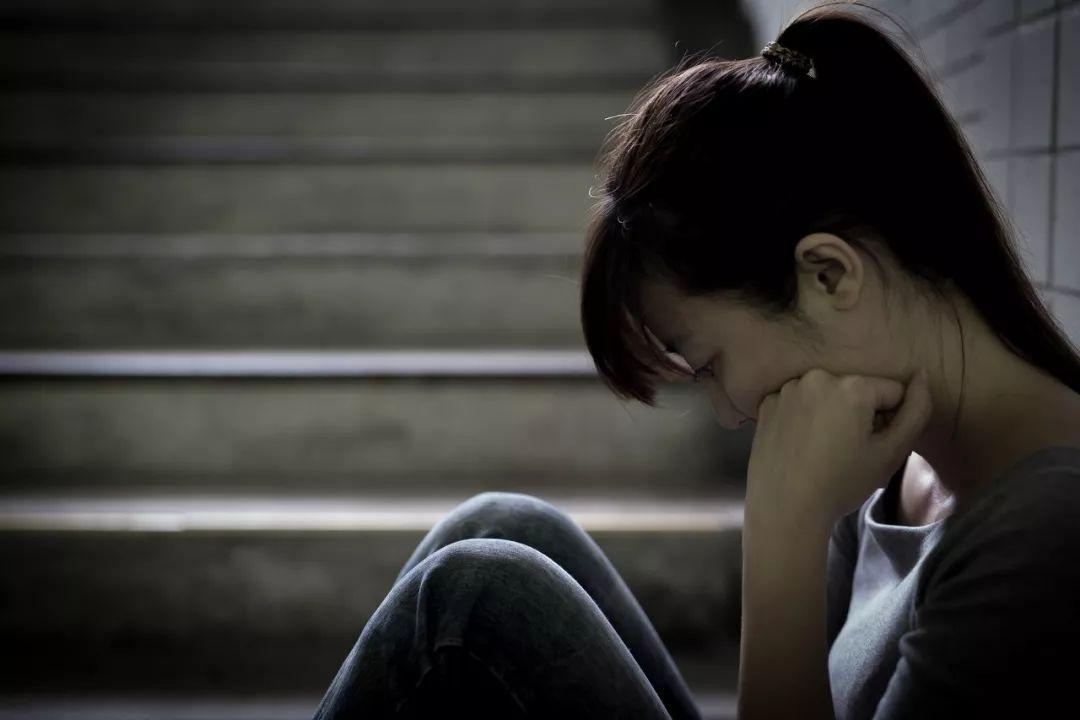一位大学生刚刚步入职场,产生了抑郁症,需要从三方面进行指导