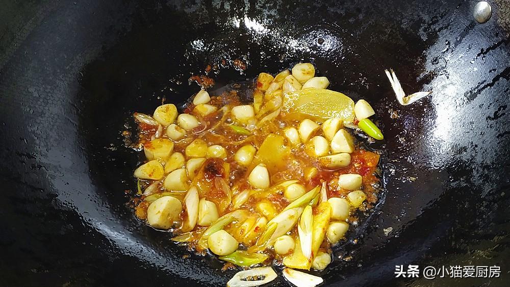 教你做非常简单的砂锅焖草鱼,不用煎也不用油炸,好吃特下饭