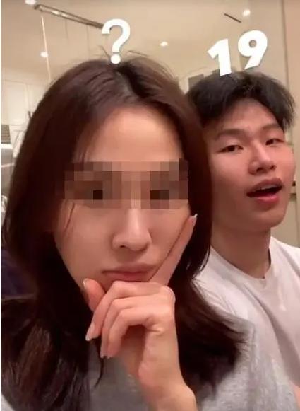 陈坤19岁儿子恋情疑曝光,女友下巴神似周迅,生母身份至今是迷