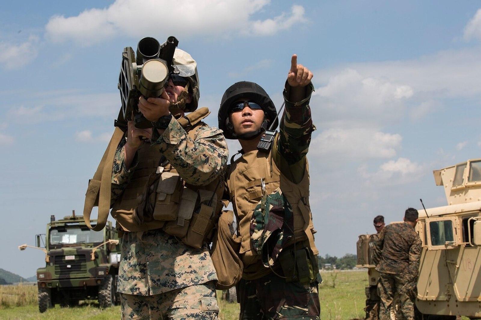 美国交付直升机,杜特尔特已不再强硬,菲律宾:暂停终止军事合作