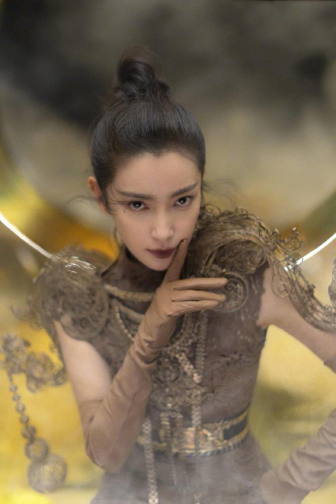 48岁李冰冰不服老,秋日巾帼大片化身女战士,眼泪妆让人移不开眼