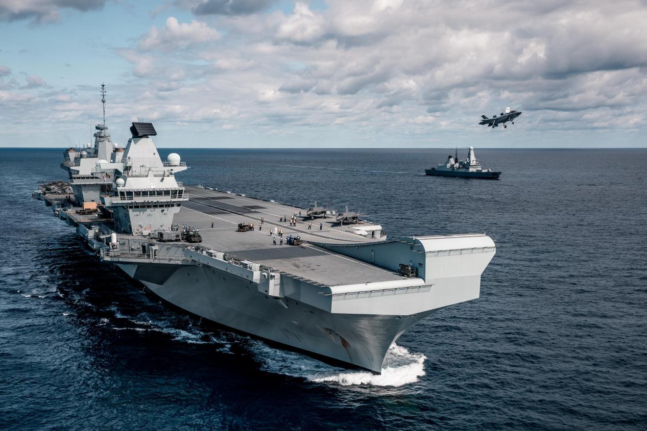 英国人怂了?英官员称:航母只需到南海表明态度,没必要穿越台海