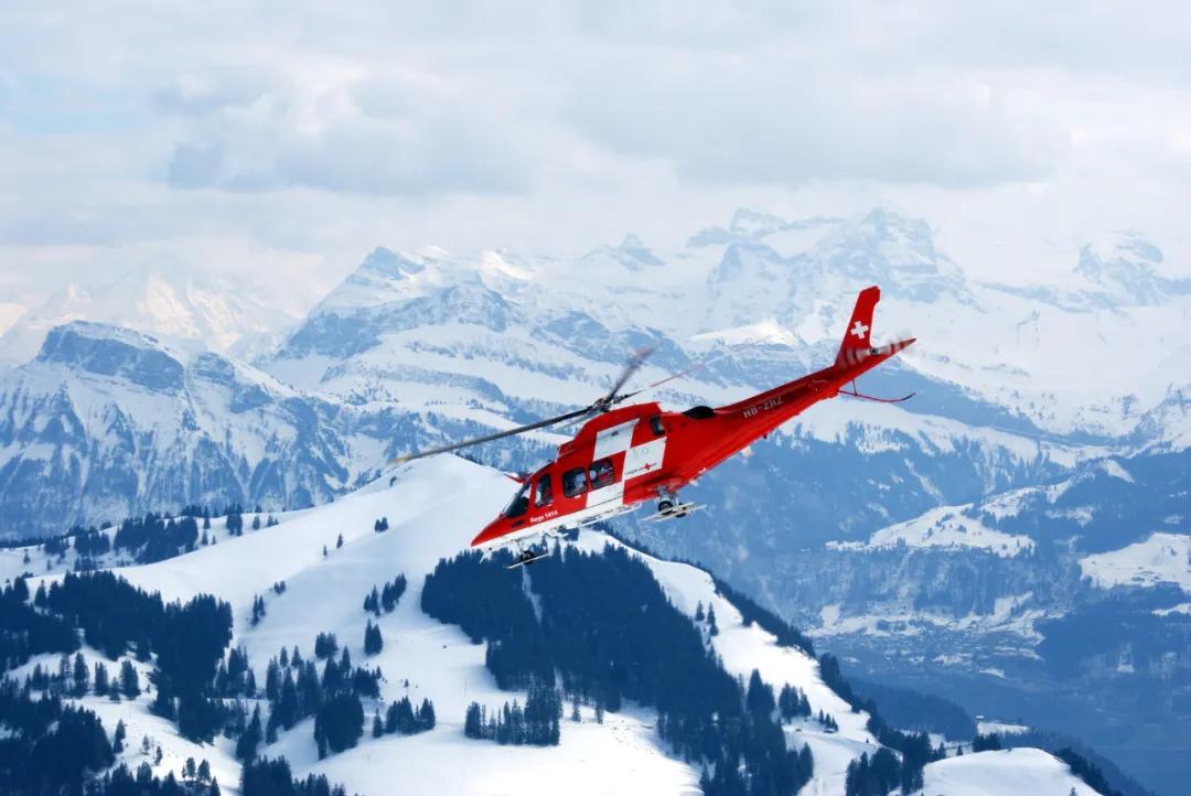 加拿大女子跨省探亲被直升机送院,接天价账单要21年还清