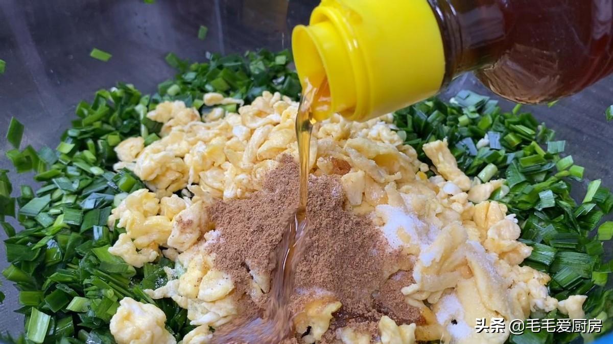 一把韭菜,俩鸡蛋,不揉面不擀面,薄皮大馅不破皮,一口气吃5个 美食做法 第5张