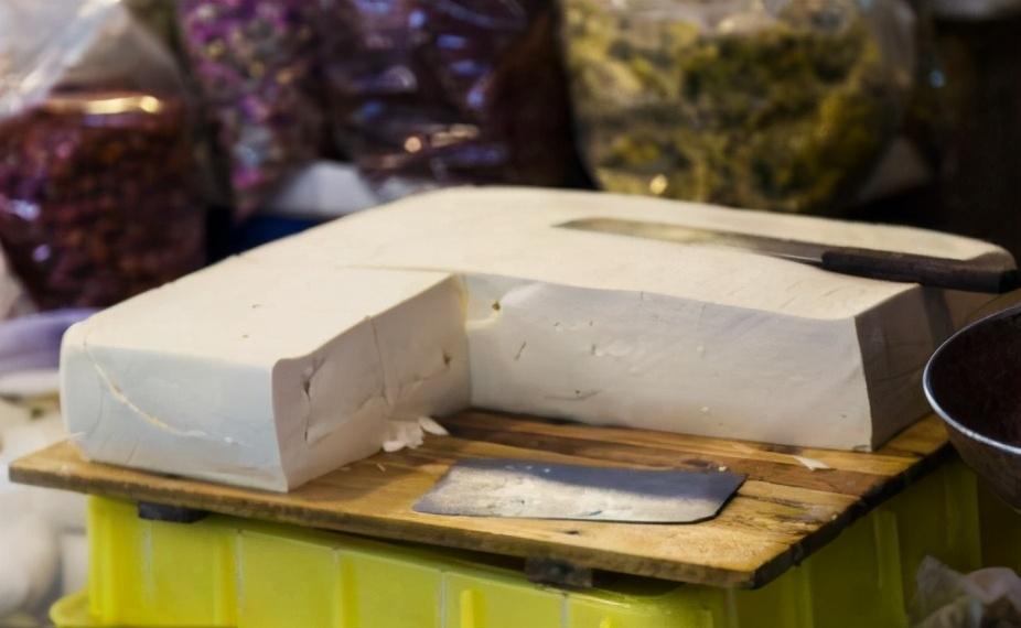 想吃豆腐不用出去買啦,教你在家做,用白醋點豆腐,一次就成功