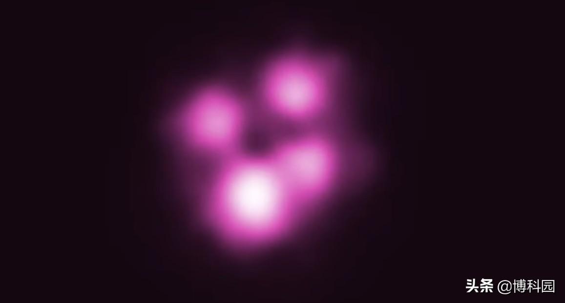 物质超70%光速!旋转黑洞会在周围产生,漩涡般的激流