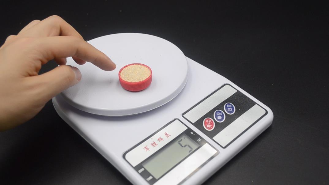 家裡沒有電子秤,怎麼量酵母粉? 教你一個方法,量取酵母粉不用愁