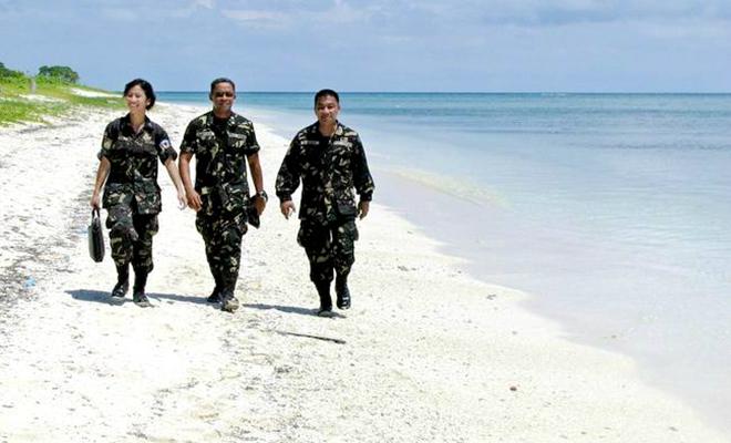 菲律宾向中业岛派出军舰和海警船,难道给我们提供收岛的机会?