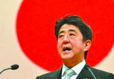 德国总统为二战罪行雨中下跪,日本首相只会装作看不见态度恶劣