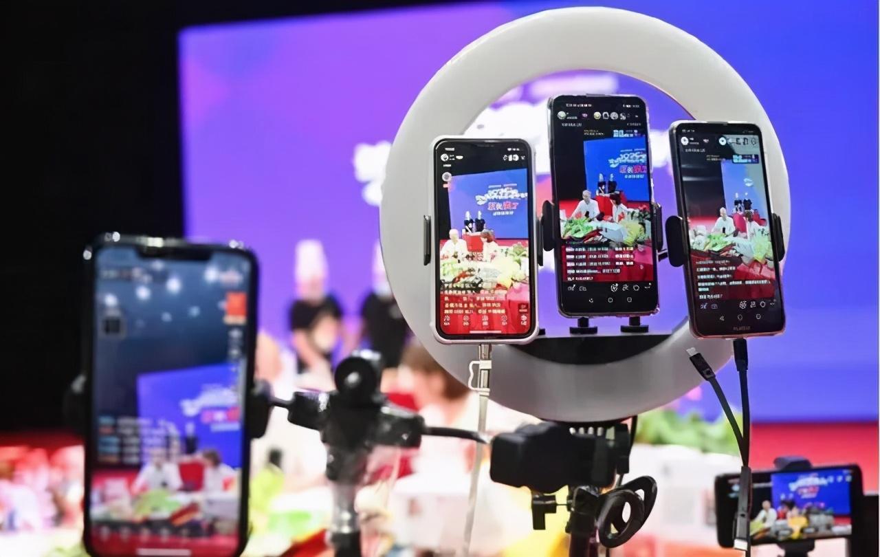 线上售假产业转移 短视频、社交平台被假货攻陷?