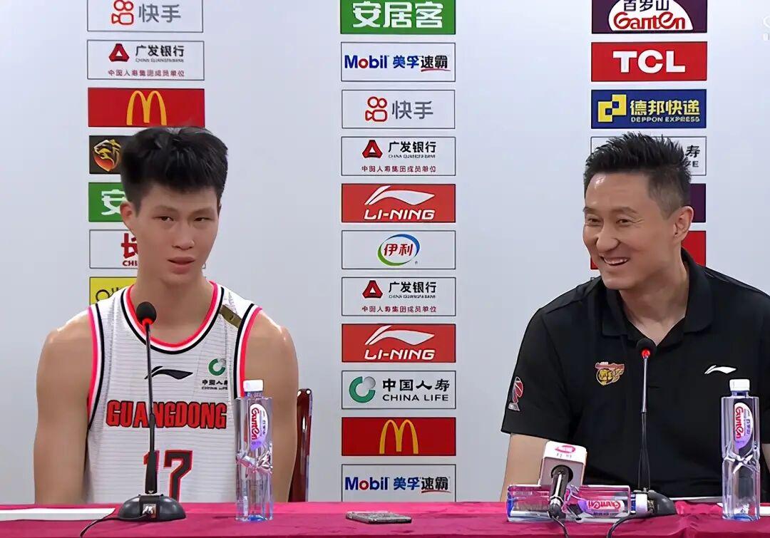 """得分,上场全队第一!广东""""失误大王""""爆砍19分,杜锋终于笑了"""