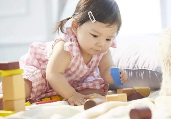 宝宝的智力不单是靠遗传!家长做好四件事,能帮助宝宝智力发育