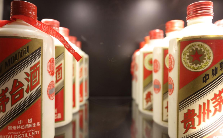"""中国白酒出现""""两极分化"""",茅台酒价格再高也有人买,原因很现实"""