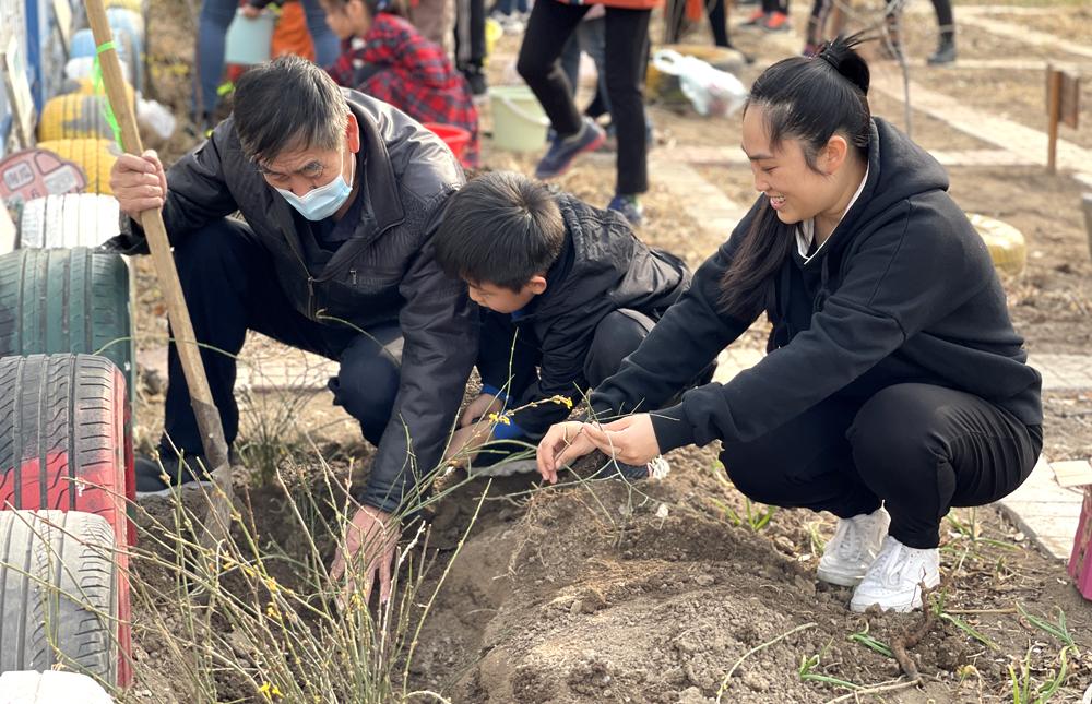 """天津滨海:幸福幼儿园开展""""我是绿色守护者""""植树活动"""
