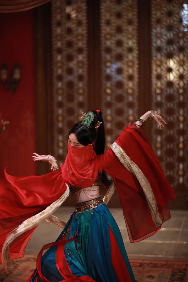 拜託古裝劇別再痴迷於純色紗裙了,是披帛元素它不香嗎?