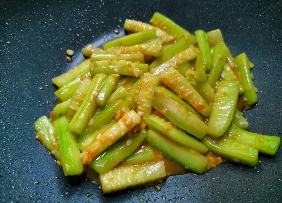 丝瓜是个好东西,超简单的炒丝瓜教学 美食做法 第9张