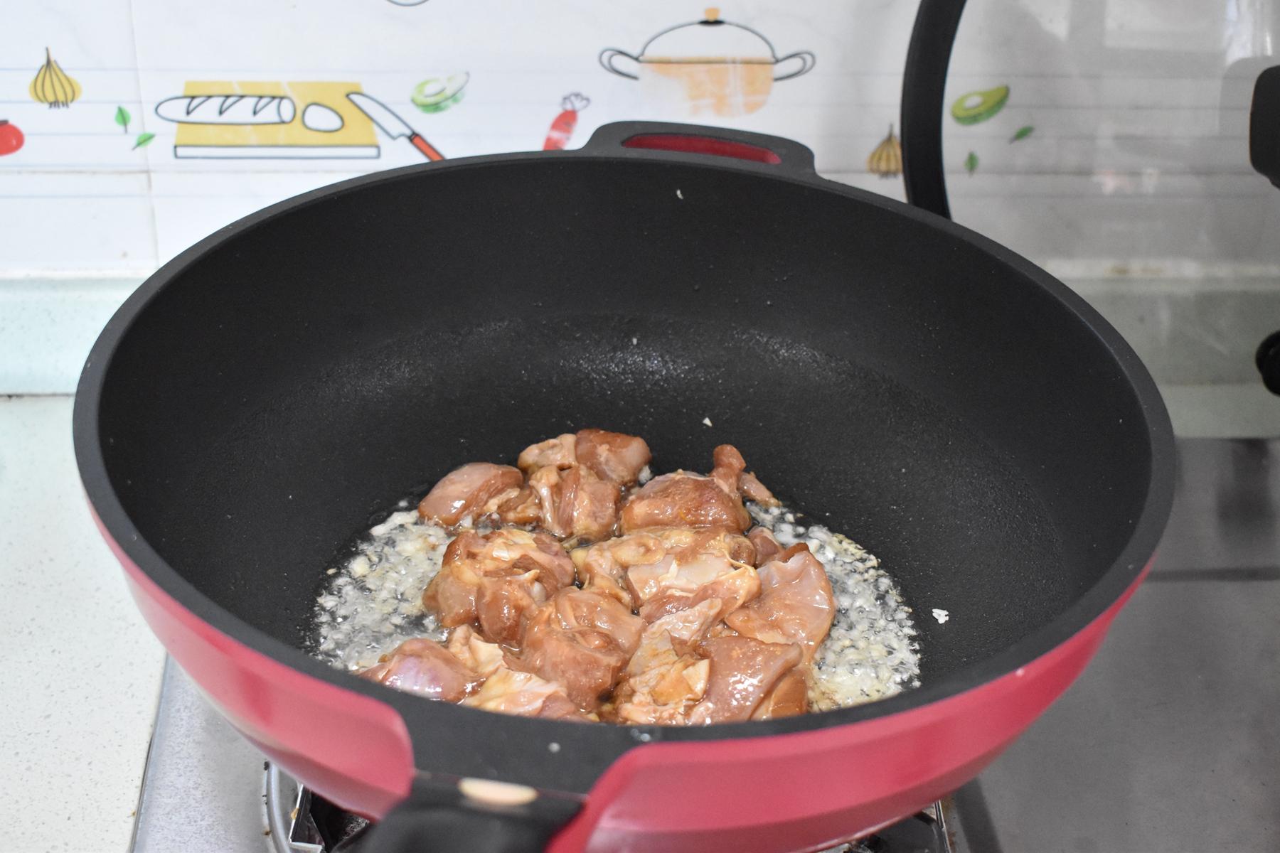 夏天少吃羊肉多吃它,搭配当季蔬菜简单炒一下,营养味美又下饭