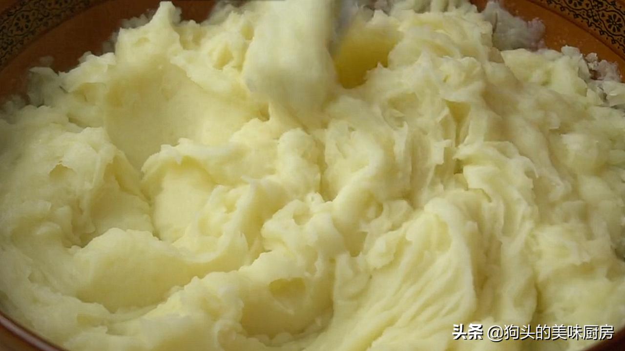 想吃薯片不要买了,用4个土豆做一锅,20秒出锅,放一个星期还脆 美食做法 第5张