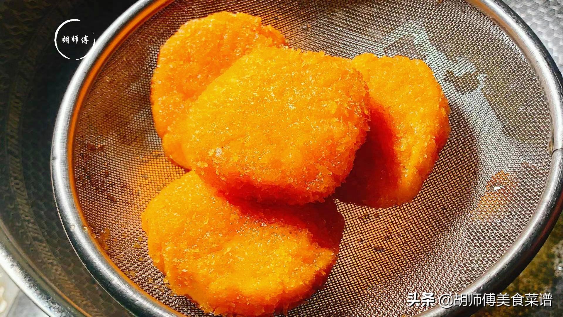 做南瓜餅時,只加糯米粉是大忌! 大廚:牢記3點,南瓜餅更香更軟