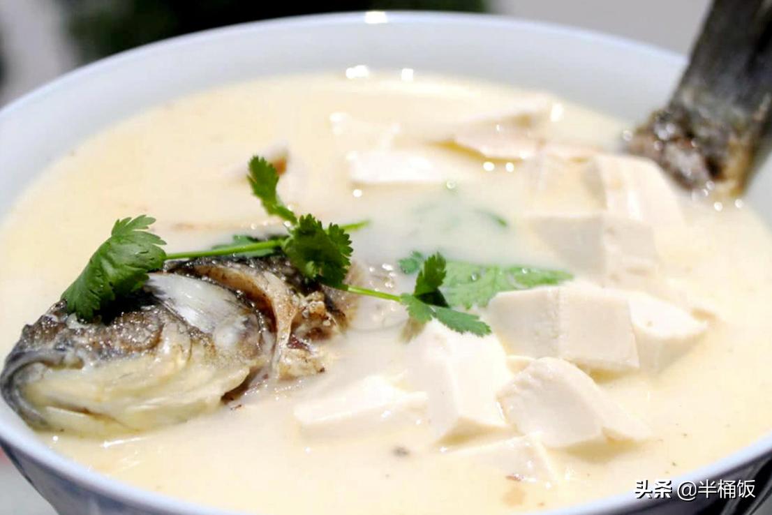 甭管熬啥鱼汤,不要直接加水煮,掌握这3点,鱼汤奶白鲜香没腥味 美食做法 第1张
