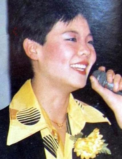 1999年,谢津从23楼纵身而下,成了韦唯一生的痛