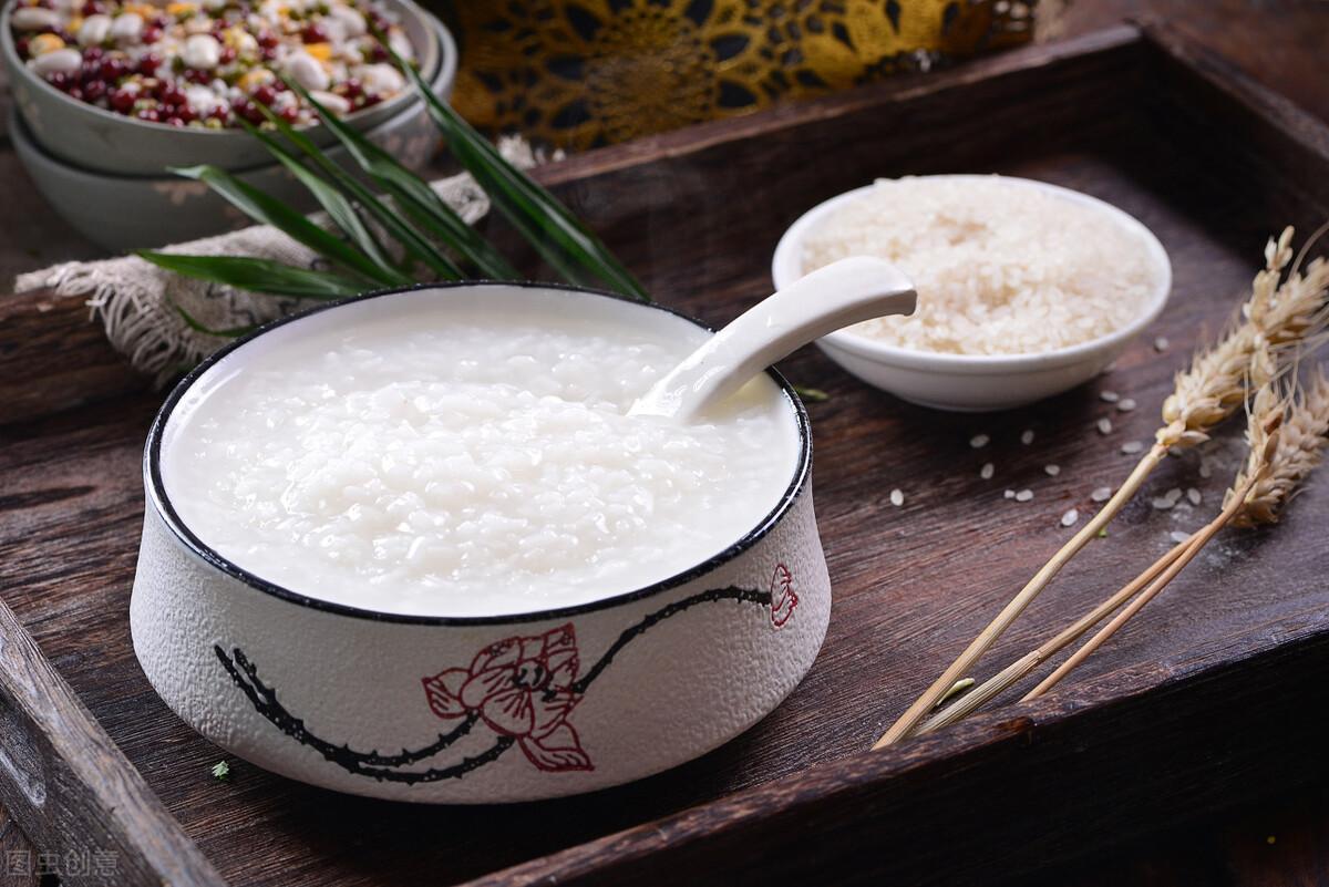 煮白粥有技巧,不要直接加水煮,粥铺老板分享一招,香浓又绵稠 美食做法 第3张
