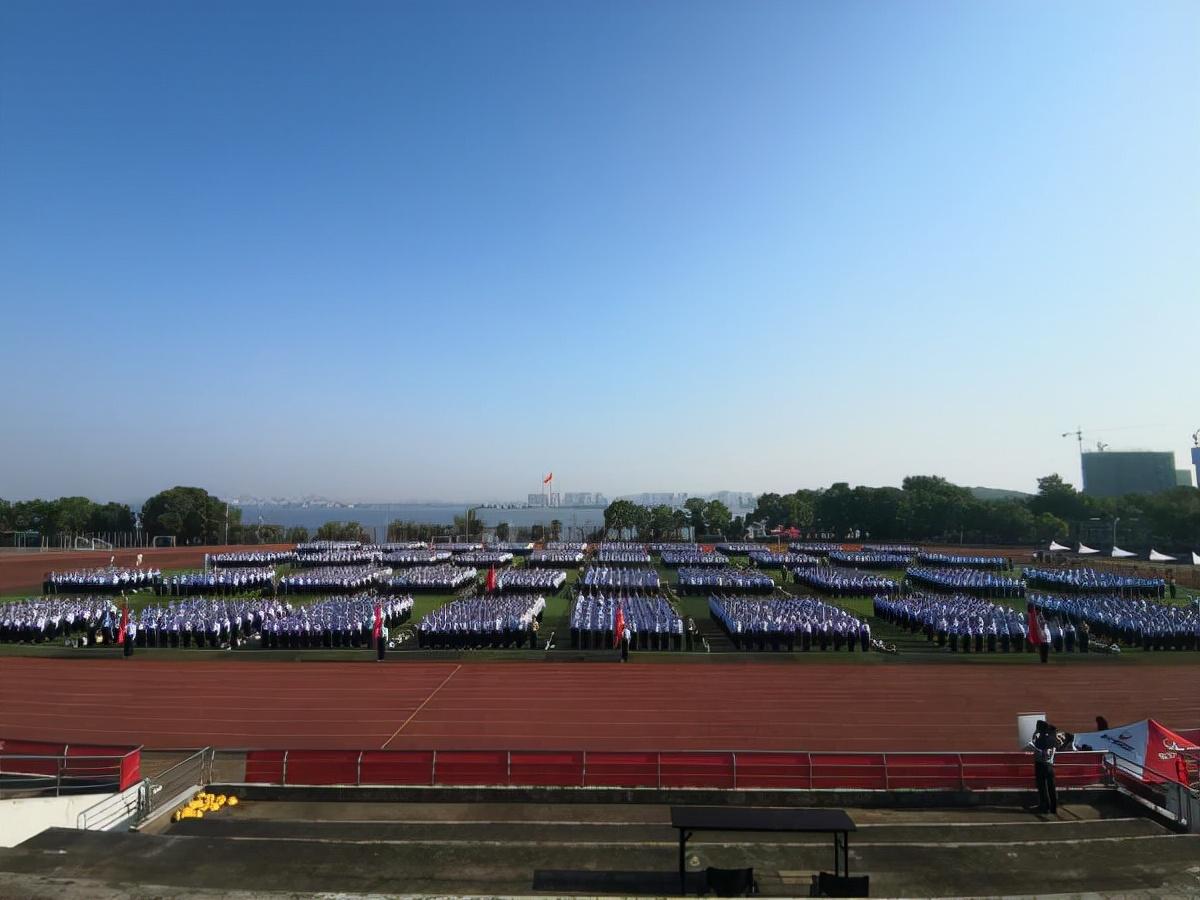 """武汉一高校5000余名新生集体开展纪念""""九一八事变""""90周年活动"""