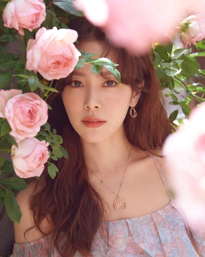 金高银秋瓷炫李智雅闺蜜?这脸蛋和身材,居然是40岁的韩志旼