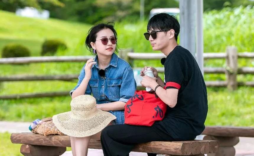 昔日情侣参加不同恋爱综艺:郑爽直接果断,张翰化身霸道总裁